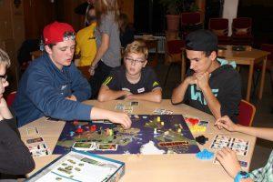 Jugendliche beim Kooperativem Spiel